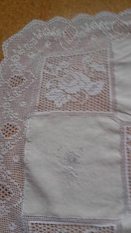 Toalha mesa bordada em linho feita à mão (grande)