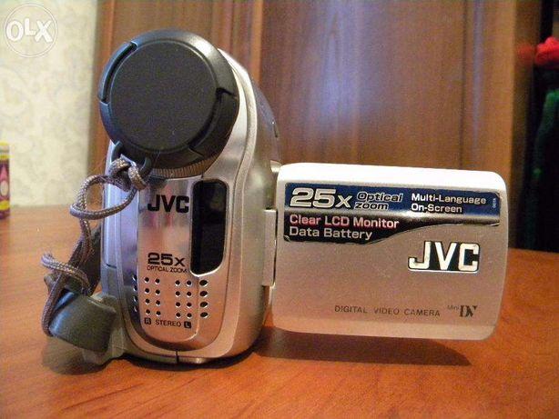 Продам видеокамеру JVC GR-320E