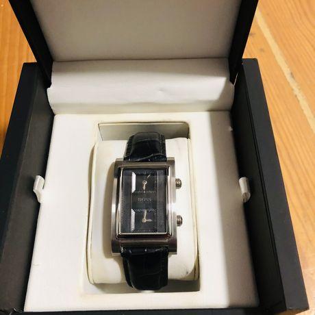 Relógio Hugo Boss Duplo fuso Horario novo na caixa com etiqueta
