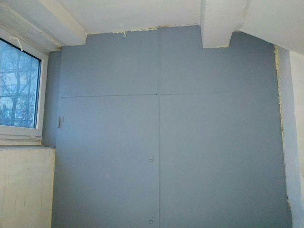 Межэтажные кладовки. Колясочная под лестницей. Металлические двери.
