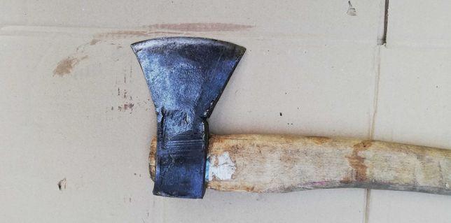 topór siekiera rozłupująca do drewna orasz klin