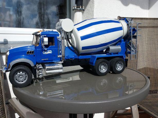 Ciężarówka Mack betoniarka Bruder 02814