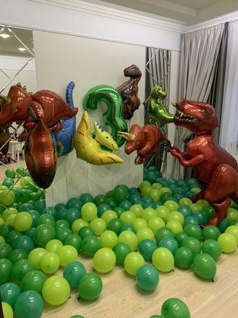 Гелієві кульки з індивідуальним написом сюрприз фотозона випускний