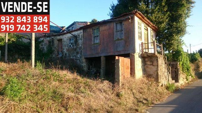Moradia para reconstrução e Quinta com barracão, canastro e poço.