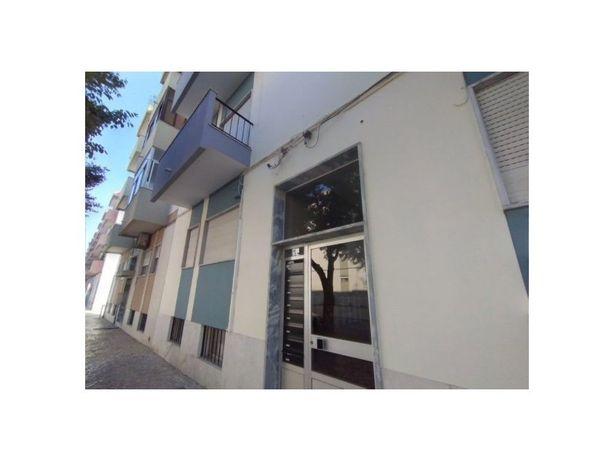 Apartamento T2 por remodelar, em Setúbal - Moita