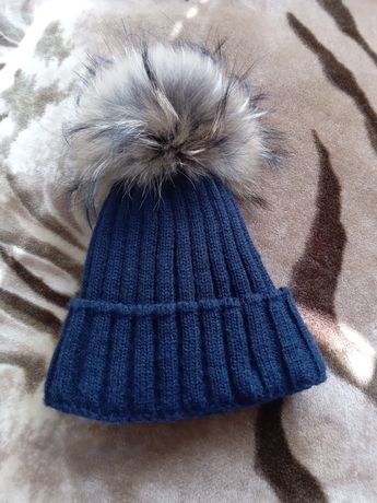 Продам шапку на 3-4 года Зимнию