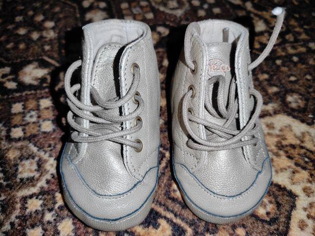 Продам новые ботиночки на кроху