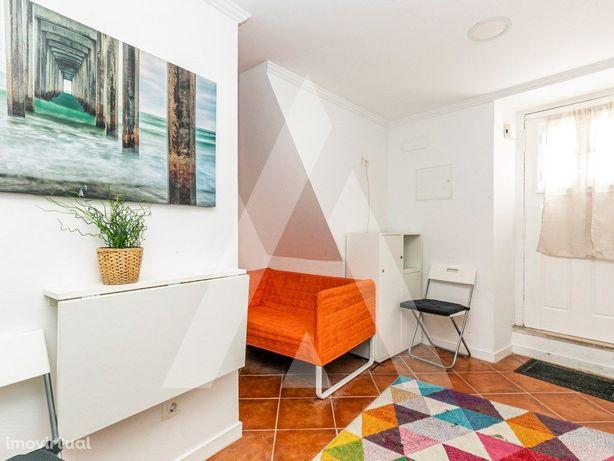 Apartamento T0 totalmente remodelado, equipado e remodela...