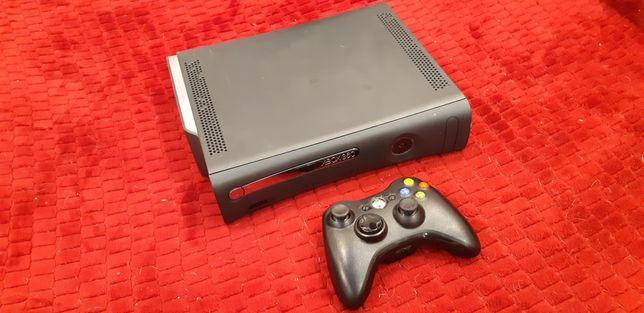 Продам приставку XBOX 360