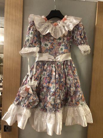 Sukienka w kwiaty dziewczęca