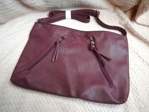 Bordowa torebka z paskiem