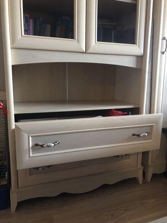 Стеклянный шкаф в детскую