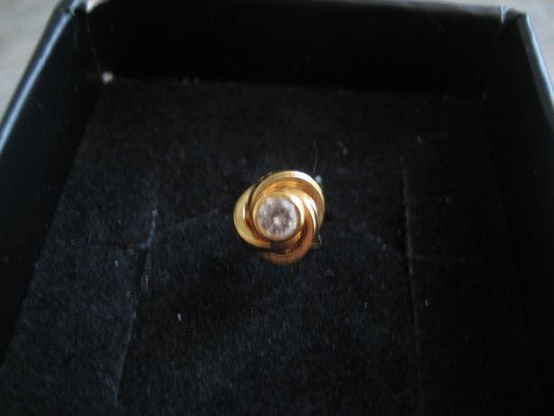 1 Brinco em ouro c/zircónia 24 quilates(Nunca usado)