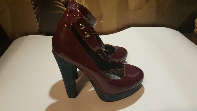 Buty, koturna, słupek, sandały