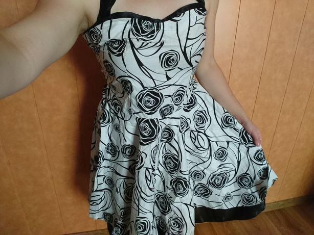 Rozkloszowana sukienka biało czarna