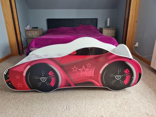 Łóżeczko w kształcie samochodu z materacem. 140x70cm
