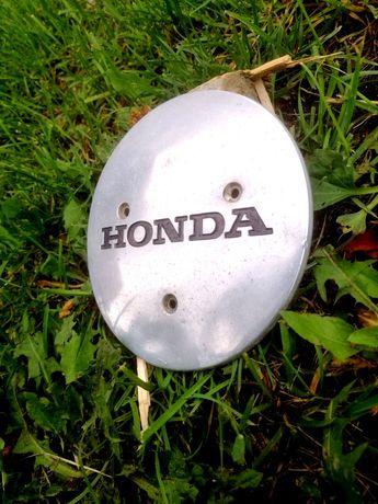 Honda Shadow 700 750 oryginalny dekielek na osłonę silnika lewa kapa.