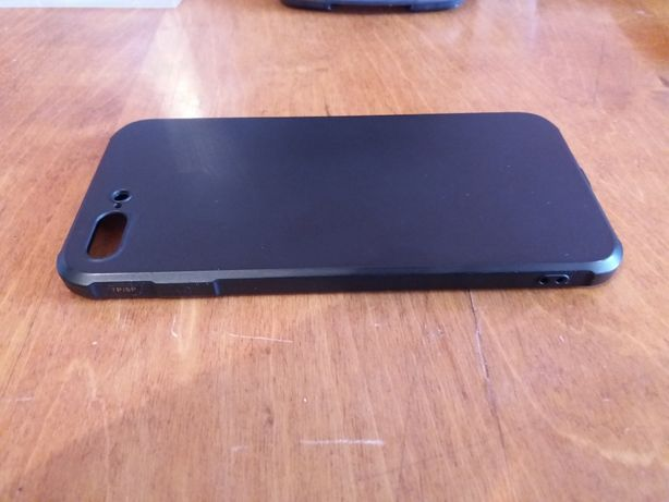 Продам чехол на айфон 8+ . Состояния идеальное, почти не использовался