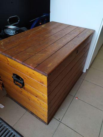 Stara drewniana skrzynia ze Szwecji. Duży kufer.