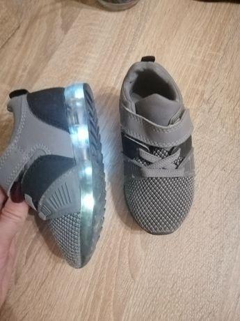 Светящиеся кроссовки 21р