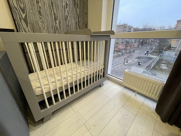 Детская кроватка +матрас +пелинатор