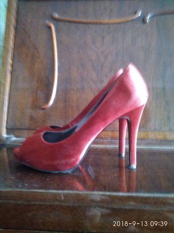 Продам туфлі