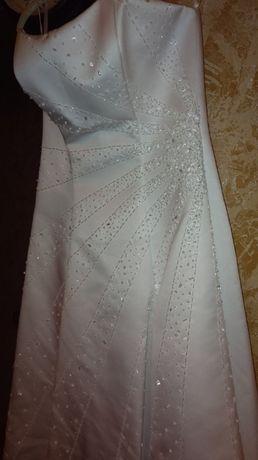 Новое свадебное платье, фата, перчатки