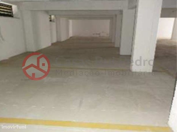 Garagem coberta e fechada com 409m2 no Lavradio