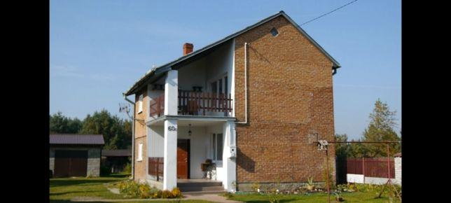 Dom z budynkiem gospodarczym na dużej działce w spokojnej okolicy