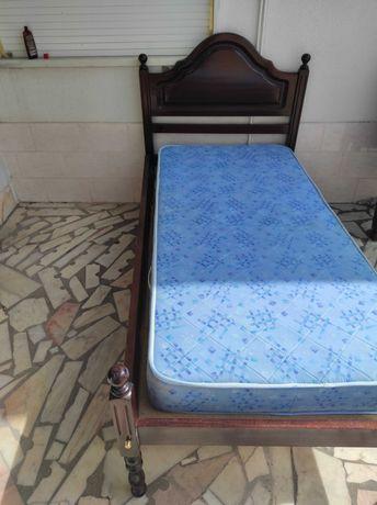 Cama  corpo e meio 180€ cama solteiro 130€ roupeiro e comoda espelho