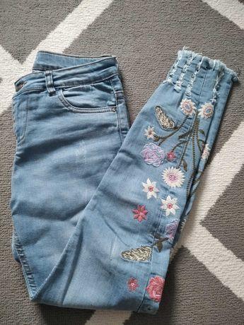 Haftowane spodnie