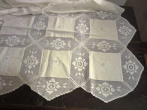 Toalha de mesa bordada em linho (grande) feita à mão