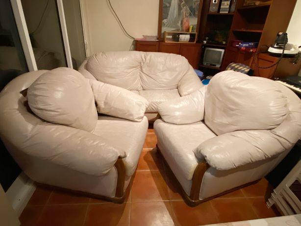 Conjunto de sofás em pele bege