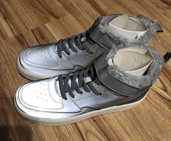 Утеплённые светоотражающие кроссовки для мальчика от h&m еврозима