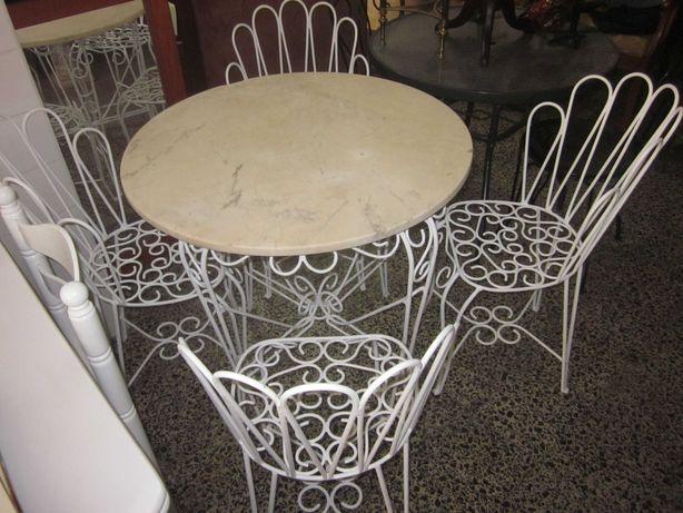 Mesa c/4 cadeiras em ferro forjado