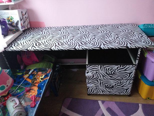 Duże biurko oryginalny wzór