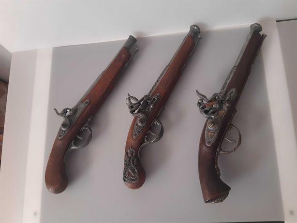 Réplicas de armas antigas (não funcionam)