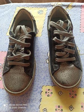 Шкіряні туфлі на шнурках