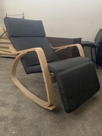 Fotel bujany z podnóżkiem