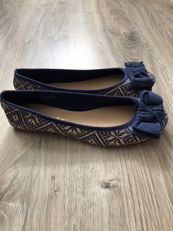 Продам новые балетки туфли