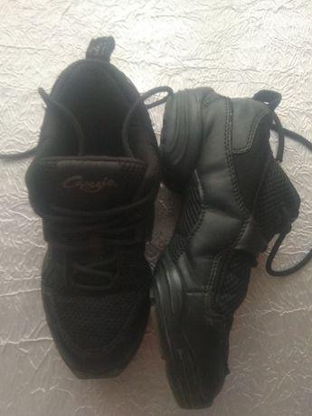 Продам танцевальную обувь (кроссовки) 36 р.