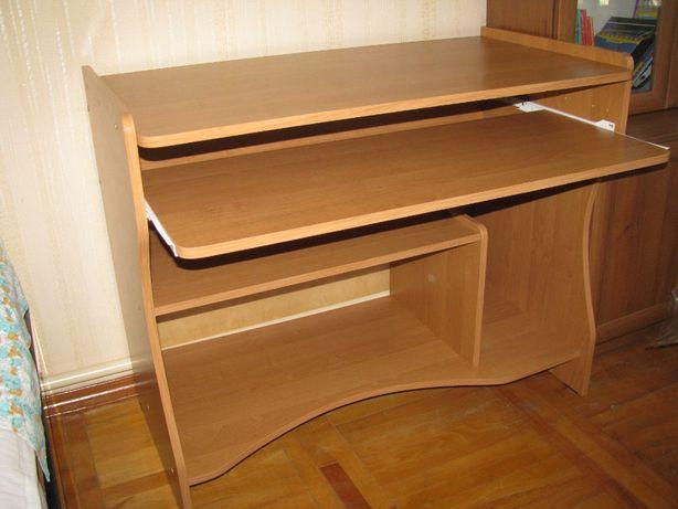 Продам стол (длина 1 метр)