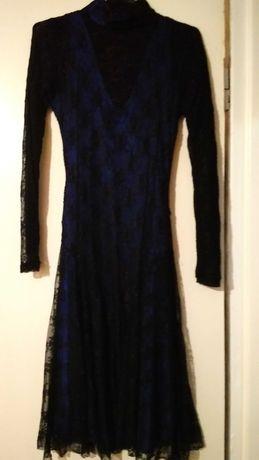 Платье женское,синего цвета,по всей длине до колен черный гипюр