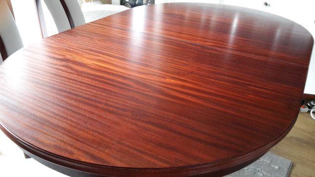 Stół drewniany w bardzo dobrym stanie.