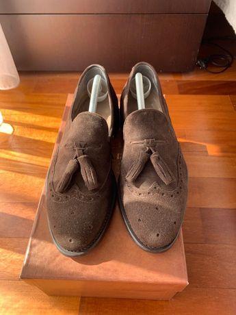 Vendo Sapatos Berwick em camurça castanhos