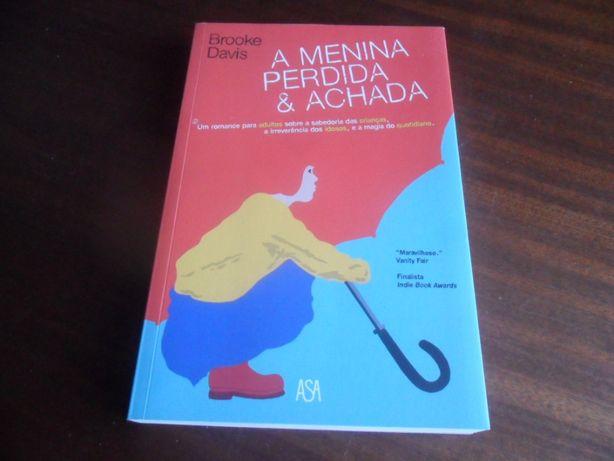 """""""A Menina Perdida & Achada"""" de Brooke Davis - 1ª Edição de 2015"""