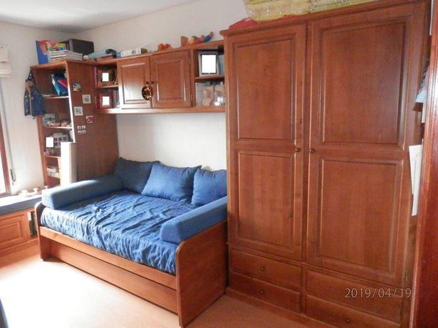 Mobília de quarto tipo estúdio madeira de castanho