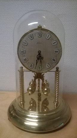 Stary zegar roczniak..