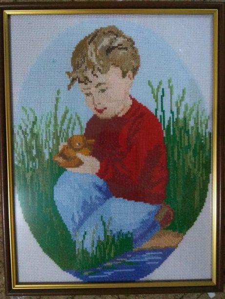 Вышивка мальчик с уточкой в рамке, вишивка хрестиком, ручная работа