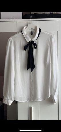 Elegancka klasyczna biala koszula z wiazaniem pod szyją